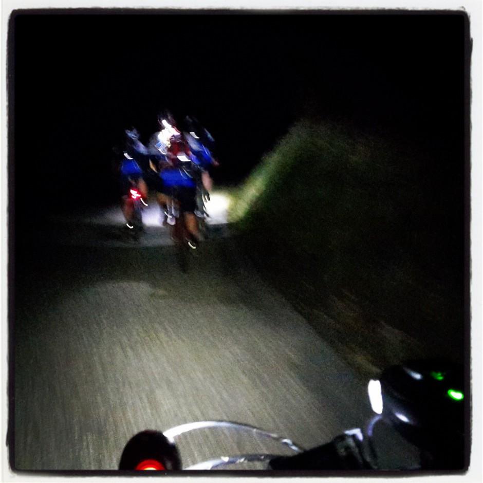 Un petit bout de route pour rouler en cortège lumineux.