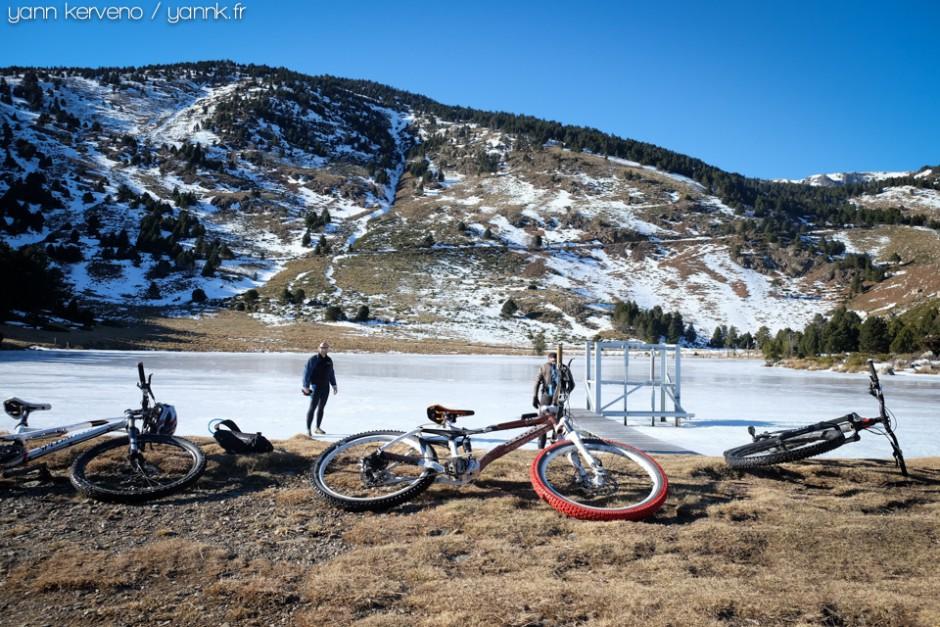 Le lac est bien gelé