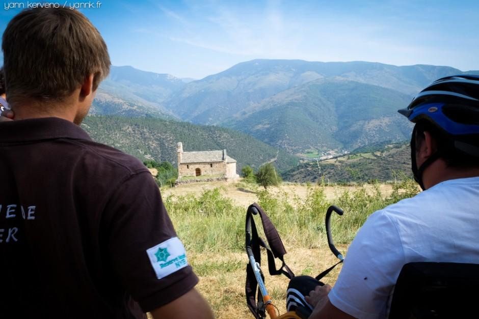 Pause au hameau d'En, vue sur la vallée de la Têt en prime et Olette, tout en bas.