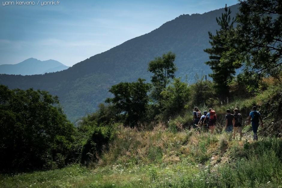 Après le hameau s'amorce le chemin du retour sous l'œil bienveillant du Canigou.